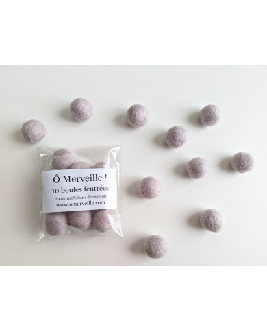 10 perles feutrées coloris gris clair rosé 2 cm