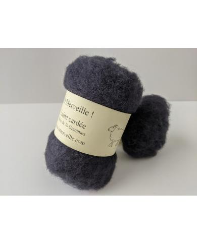 Staalgrijs gekaarde wol