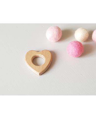 Anneau petit cœur en bois pour bébé